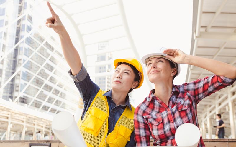 Participación laboral de mujeres en sectores no feminizados