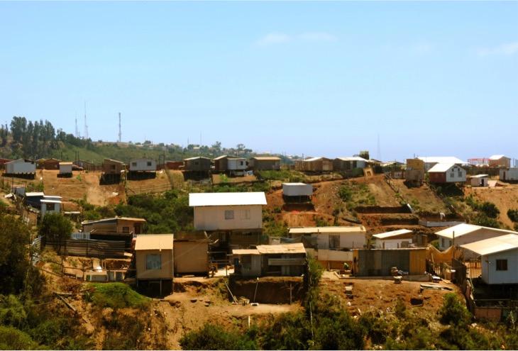 Presentan en congreso resultados de proyecto que rescata la memoria colectiva de adultos residentes en campamentos de Valparaíso