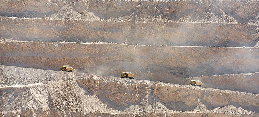 Fracturas al orden de género en la gran minería en Chile: trayectorias personales y ocupacionales de mujeres en cargos no tradicionales, ejecutivos u operarios, analizados desde la interseccionalidad